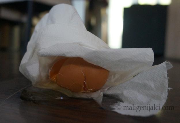 Dizajnirajte sustav koji štiti jaje od pada