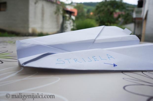 Avion od papira: strijela