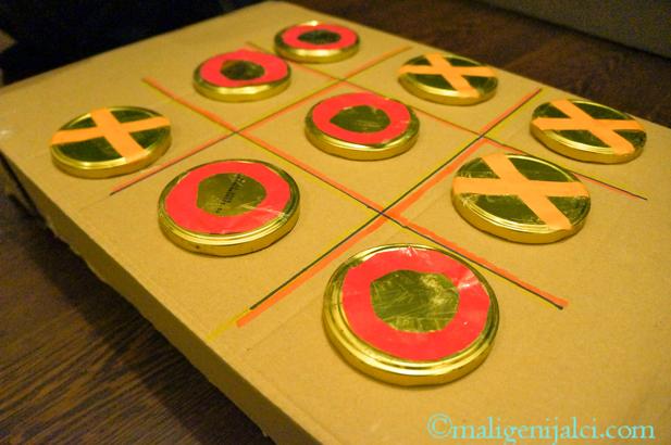 Napravite križić-kružić društvenu igru