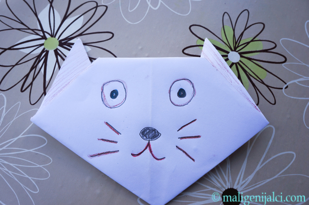 mačka od papira
