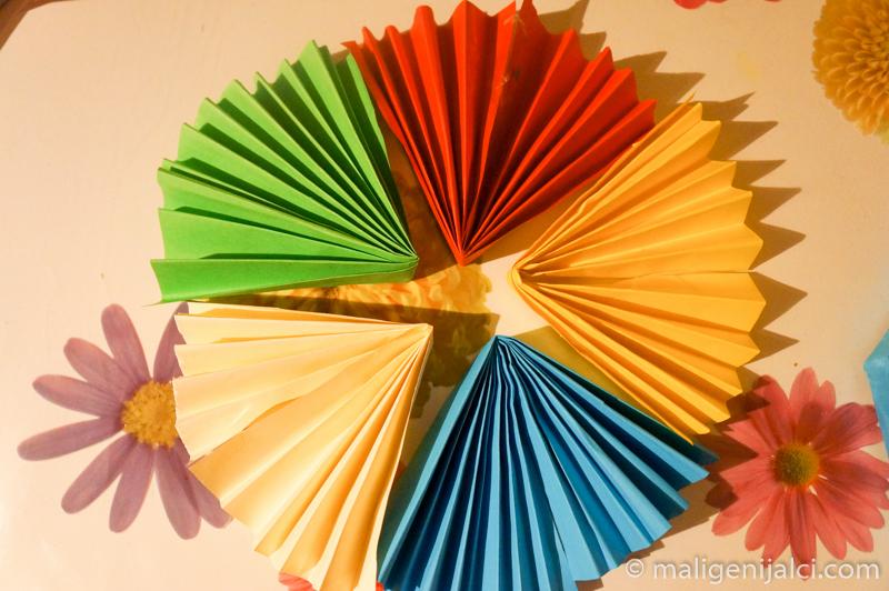 papir 10 Lepezama od papira do šarenih dekoracija